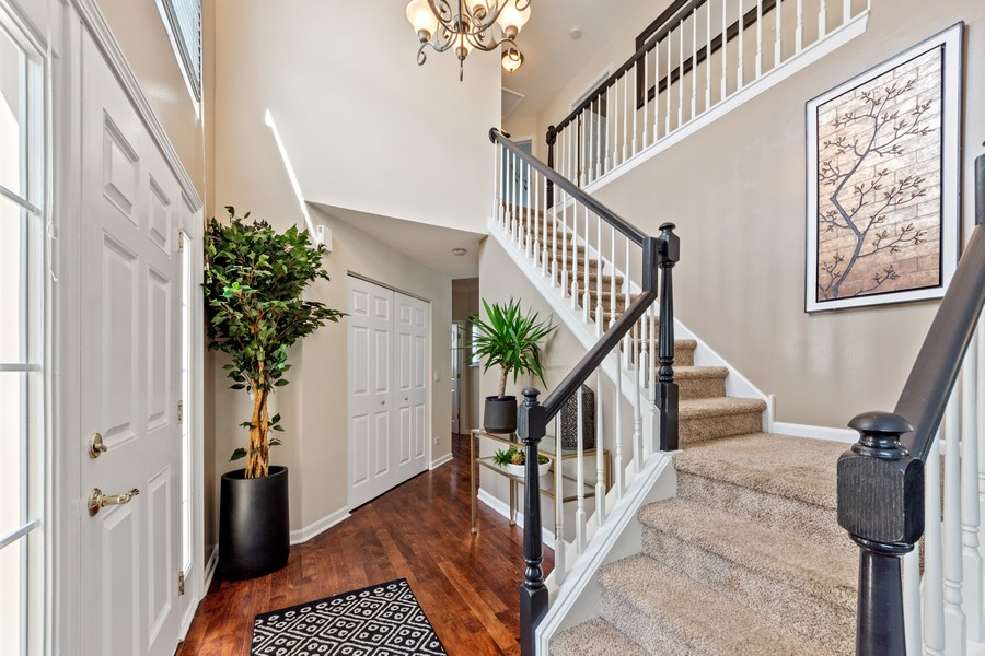 Real Estate Photography - 211 Buckingham Ct, Grayslake, IL, 60048 - Foyer