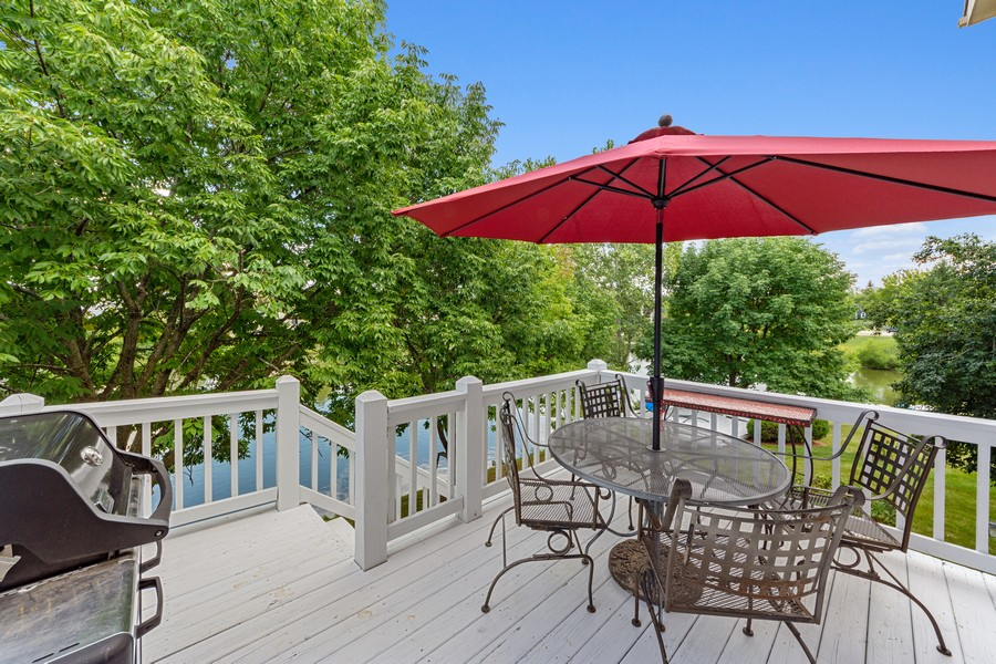 Real Estate Photography - 211 Buckingham Ct, Grayslake, IL, 60048 - Deck