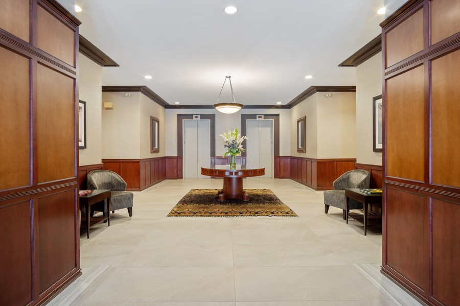 Real Estate Photography - 1414 N Wells St, Apt 311, Chicago, IL, 60610 - Lobby