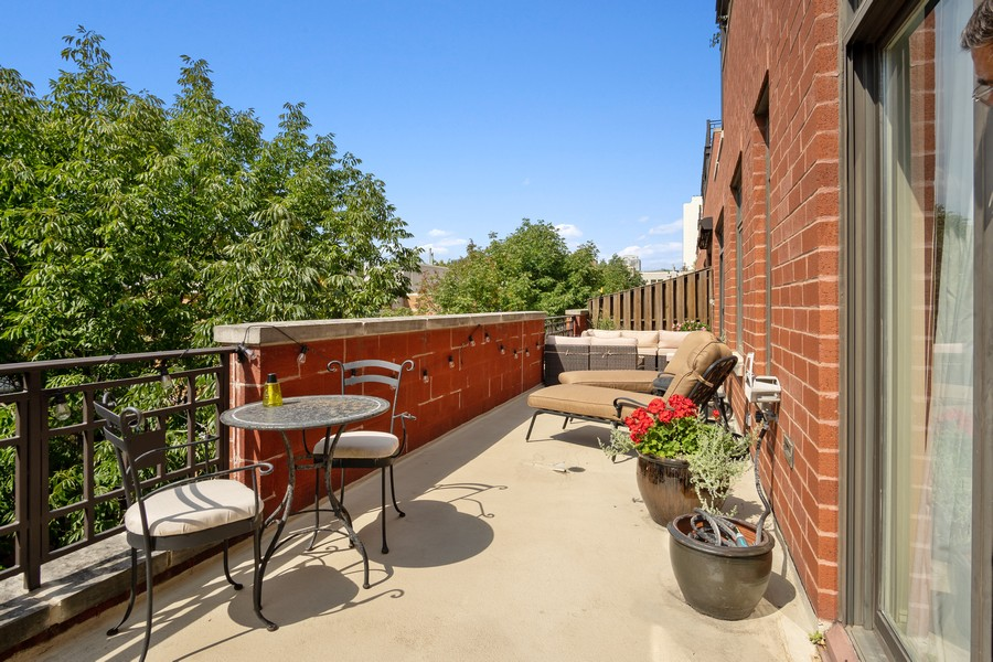Real Estate Photography - 1414 N Wells St, Apt 311, Chicago, IL, 60610 - Terrace