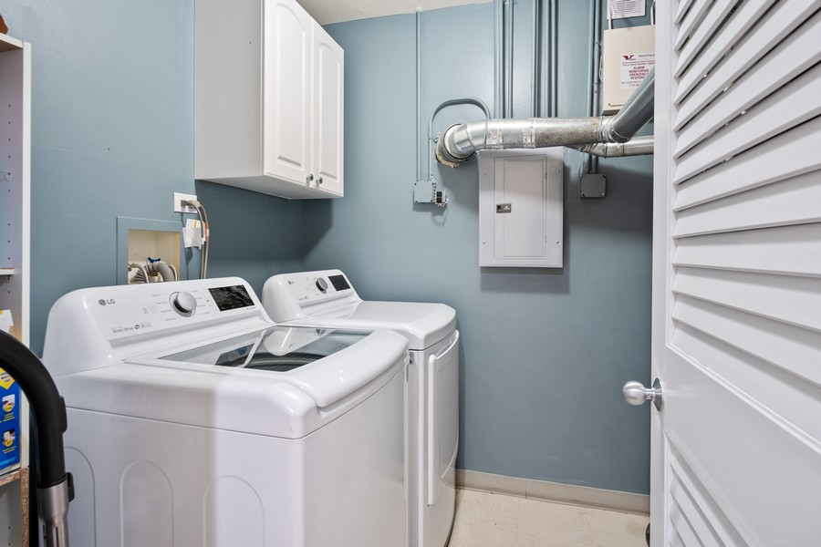 Real Estate Photography - 1414 N Wells St, Apt 311, Chicago, IL, 60610 - Laundry Room