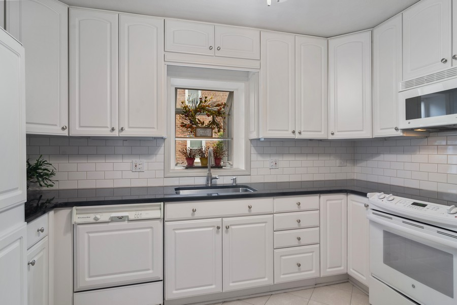 Real Estate Photography - 713 N Hickory, Arlington Heights, IL, 60004 - Kitchen