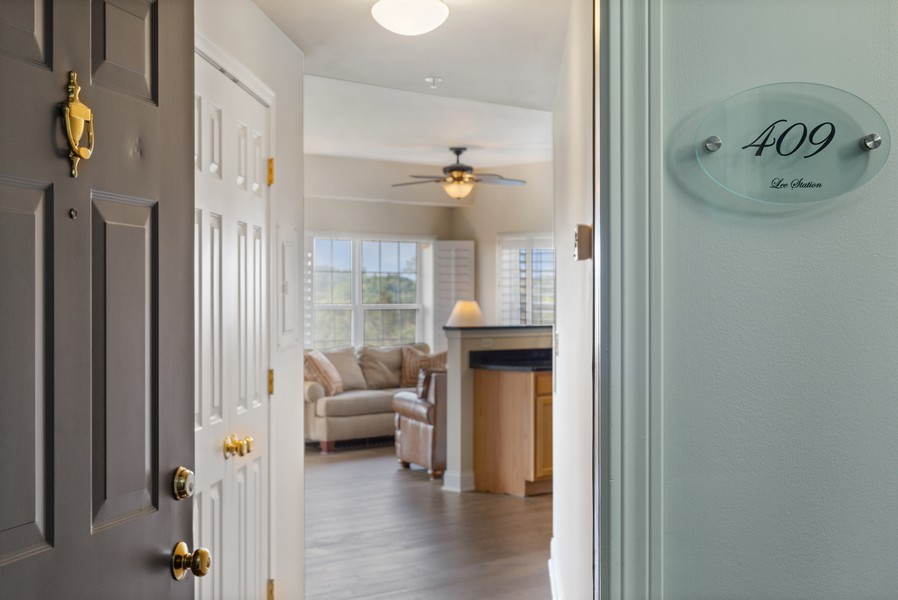 Real Estate Photography - 0S099 Lee Court, unit 409, Winfield, IL, 60190 - Foyer