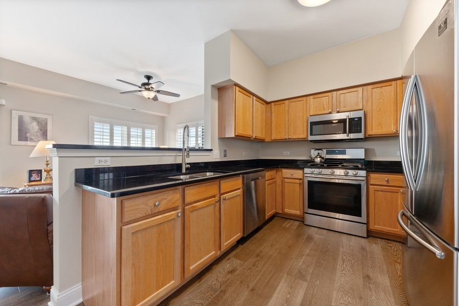 Real Estate Photography - 0S099 Lee Court, unit 409, Winfield, IL, 60190 - Kitchen