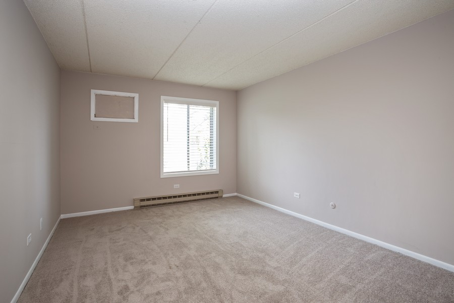 Real Estate Photography - 639 Briar Hill, Unit 1, Addison, IL, 60101 - Bedroom
