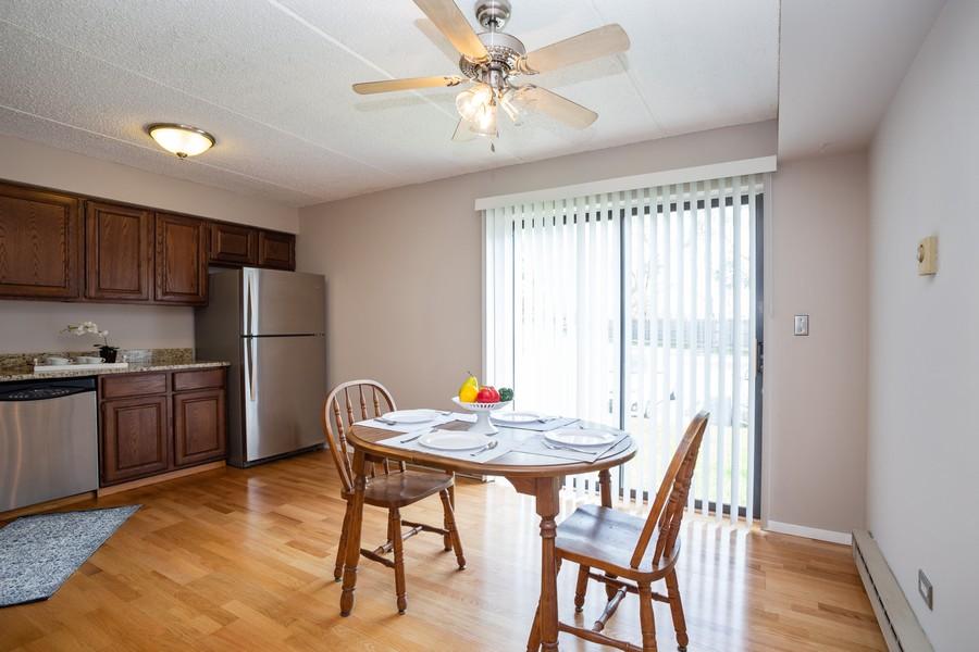 Real Estate Photography - 639 Briar Hill, Unit 1, Addison, IL, 60101 - Kitchen / Breakfast Room