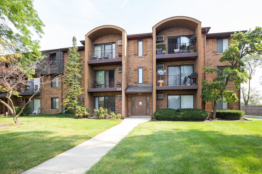 Real Estate Photography - 639 Briar Hill, Unit 1, Addison, IL, 60101 - Front View