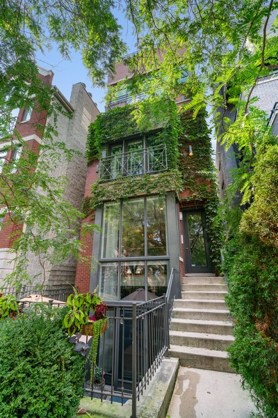 Real Estate Photography - 906 N Hermitage, Unit 1, Chicago, IL, 60642 - Front View