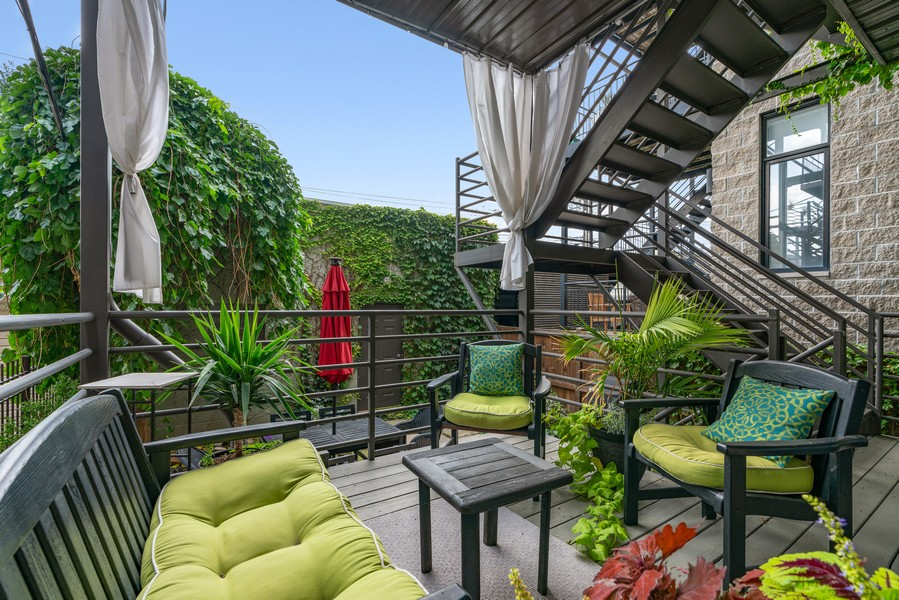Real Estate Photography - 906 N Hermitage, Unit 1, Chicago, IL, 60642 - Deck