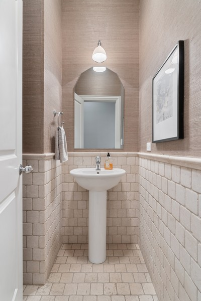Real Estate Photography - 906 N Hermitage, Unit 1, Chicago, IL, 60642 - Bathroom