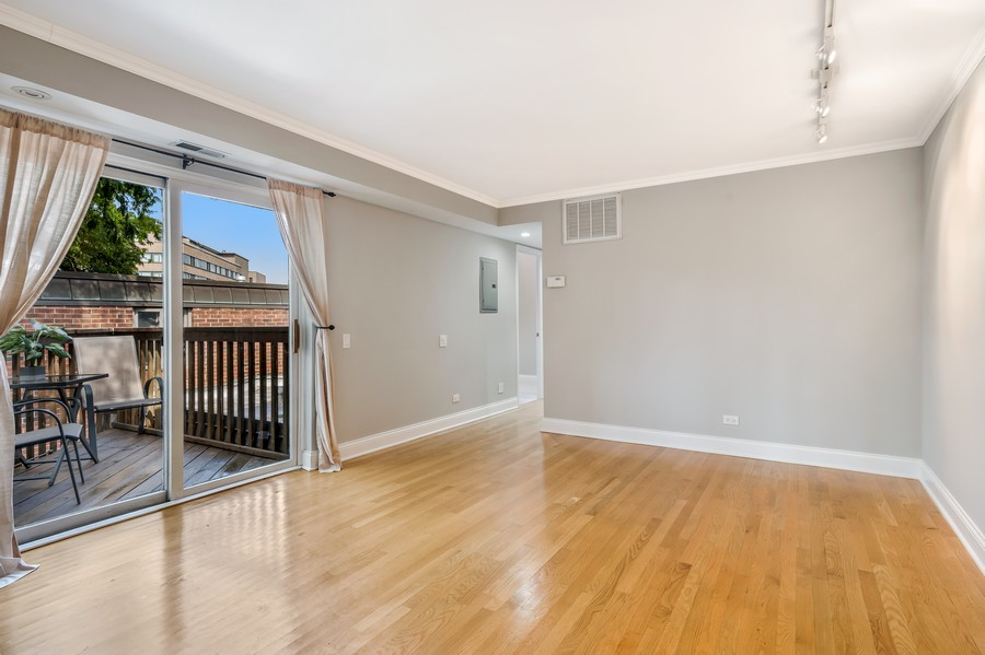 Real Estate Photography - 2140 N Lincoln Ave, 5305, Chicago, IL, 60614 - Living Room