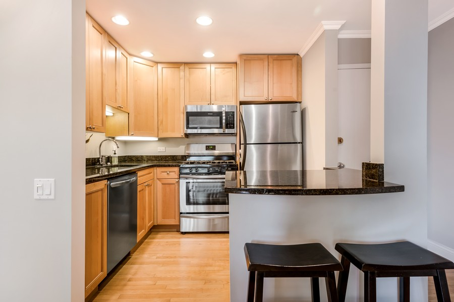 Real Estate Photography - 2140 N Lincoln Ave, 5305, Chicago, IL, 60614 - Kitchen