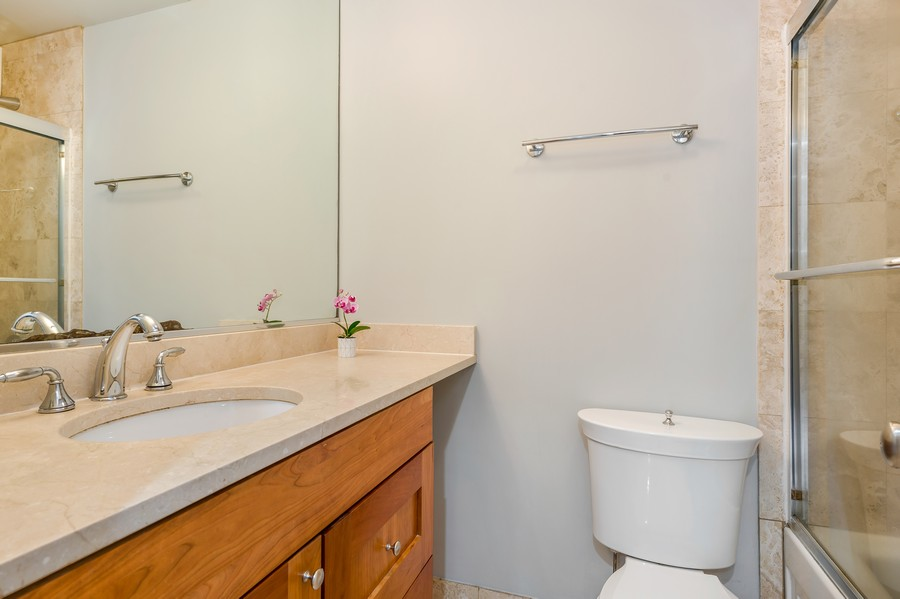 Real Estate Photography - 2140 N Lincoln Ave, 5305, Chicago, IL, 60614 - Bathroom