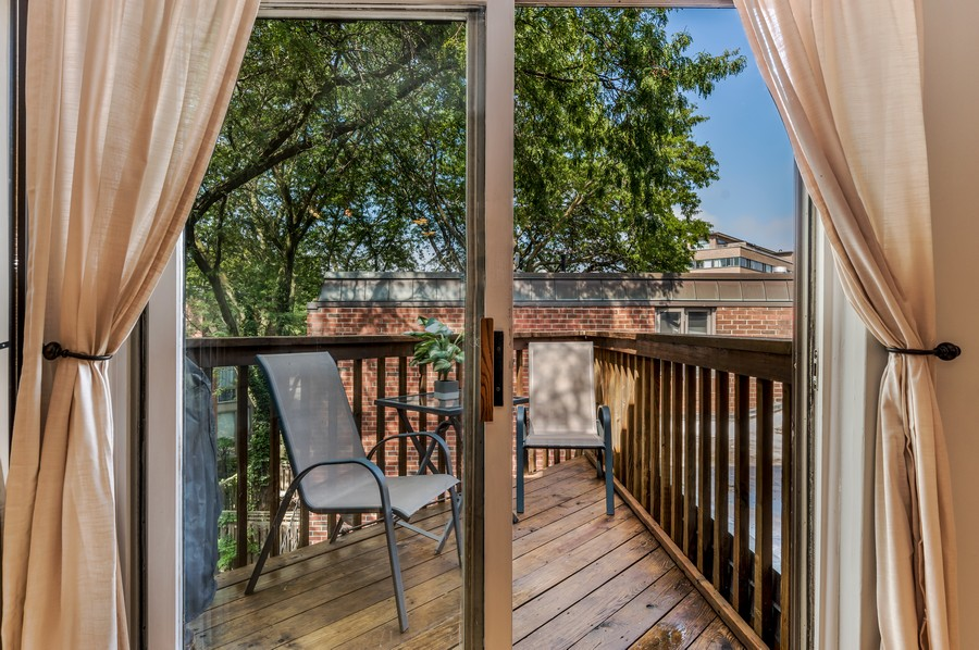 Real Estate Photography - 2140 N Lincoln Ave, 5305, Chicago, IL, 60614 - Balcony