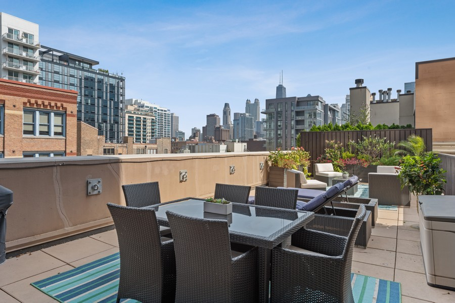 Real Estate Photography - 435 W. Erie St., 702, Chicago, IL, 60654 - Patio