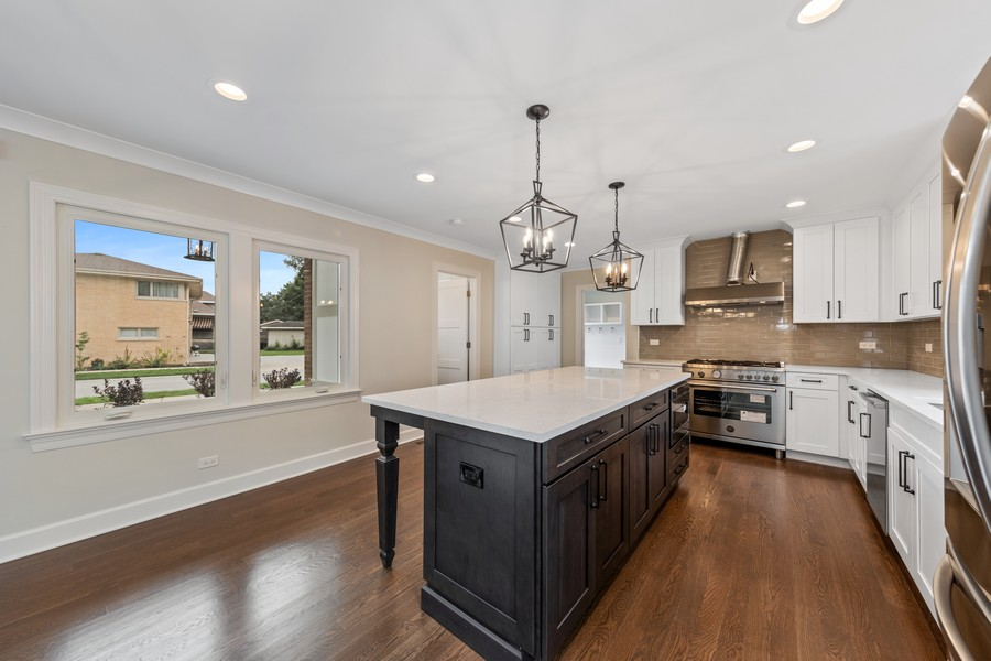 Real Estate Photography - 474 Uvedale Court, Riverside, IL, 60546 - Kitchen