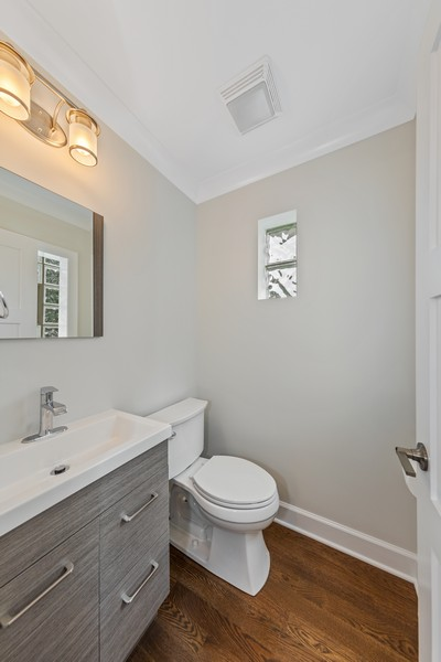 Real Estate Photography - 474 Uvedale Court, Riverside, IL, 60546 - Powder Room