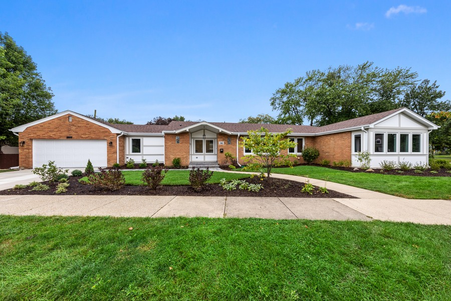 Real Estate Photography - 474 Uvedale Court, Riverside, IL, 60546 - Front View