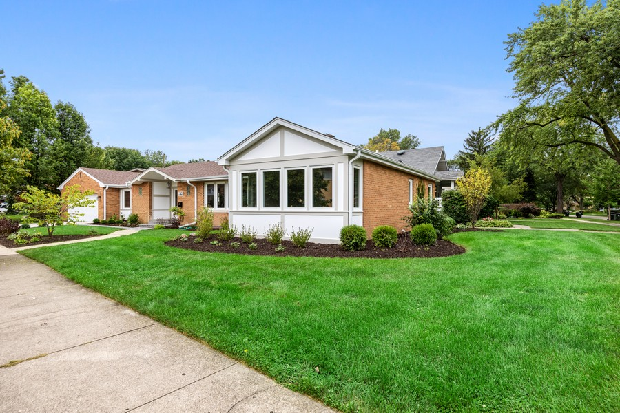 Real Estate Photography - 474 Uvedale Court, Riverside, IL, 60546 - Side View