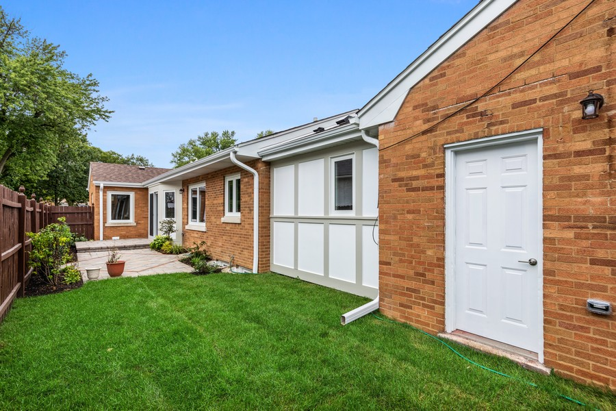 Real Estate Photography - 474 Uvedale Court, Riverside, IL, 60546 - Rear View
