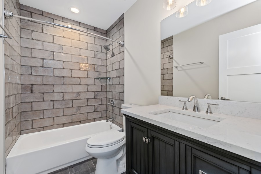 Real Estate Photography - 474 Uvedale Court, Riverside, IL, 60546 - Bathroom