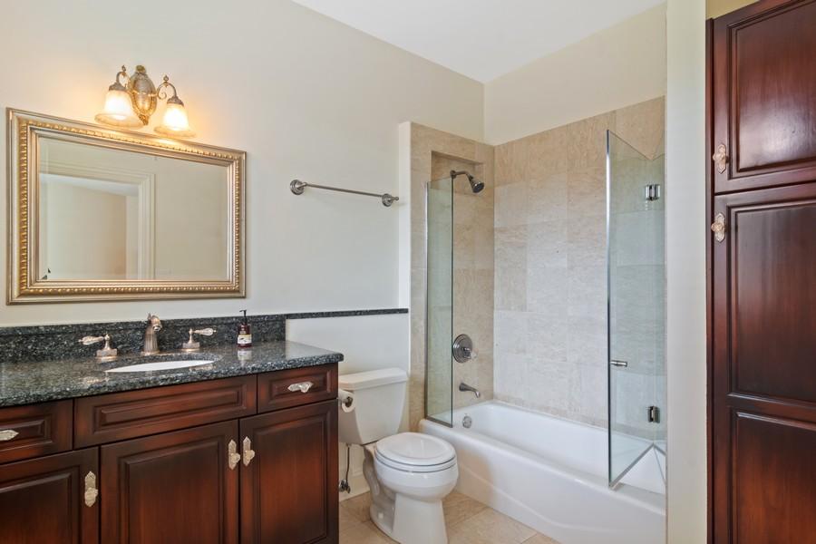 Real Estate Photography - 4 Kensington Drive, North Barrington, IL, 60010 - Bedroom #2 Ensuite Bath