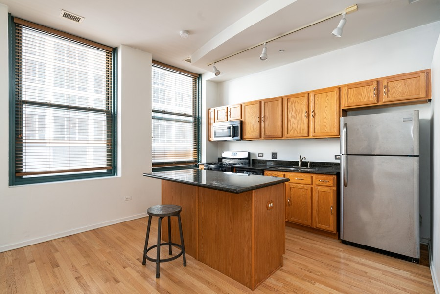 Real Estate Photography - 208 W Washington, Unit 1113, Chicago, IL, 60606 - Kitchen