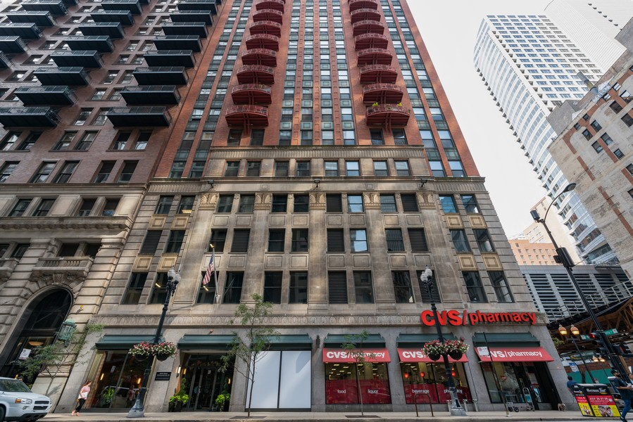 Real Estate Photography - 208 W Washington, Unit 1113, Chicago, IL, 60606 - Front View