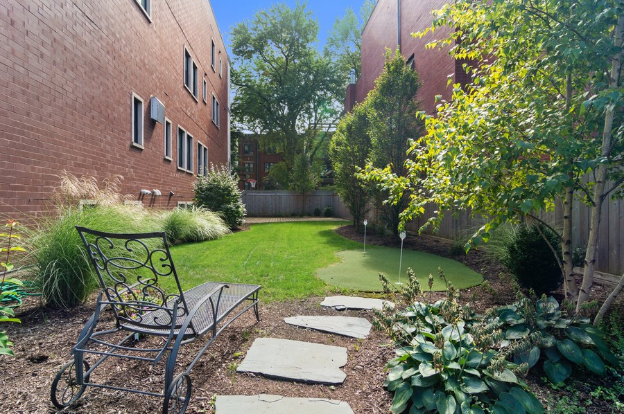 Real Estate Photography - 1460 W Byron St, Chicago, IL, 60613 - Back Yard