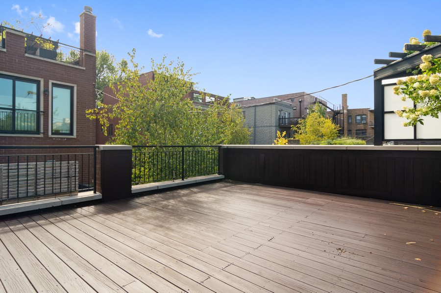 Real Estate Photography - 1460 W Byron St, Chicago, IL, 60613 - Roof Deck