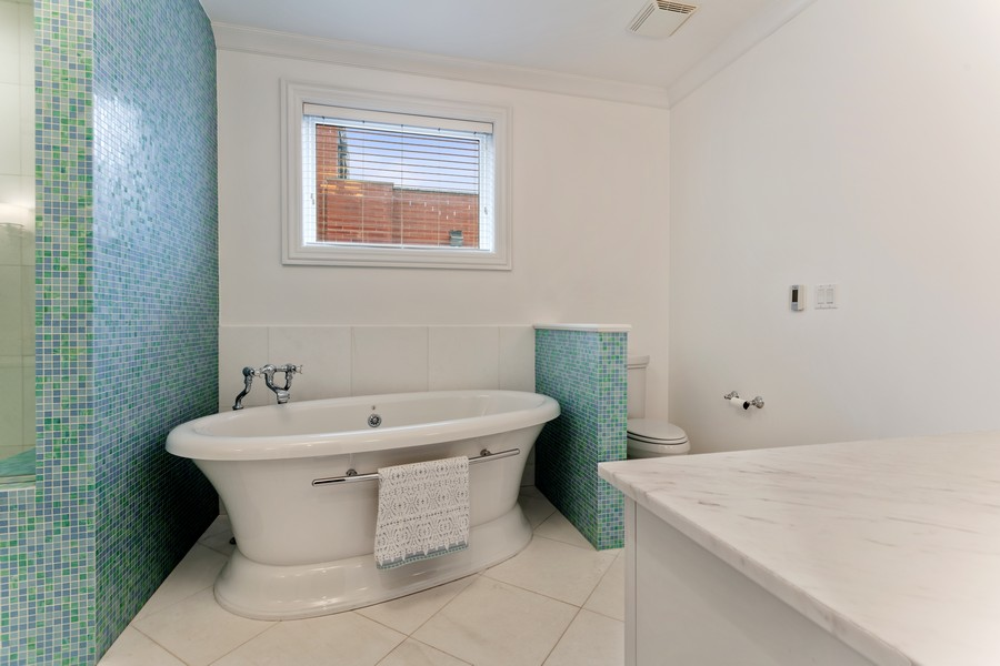 Real Estate Photography - 1460 W Byron St, Chicago, IL, 60613 - Master Bath