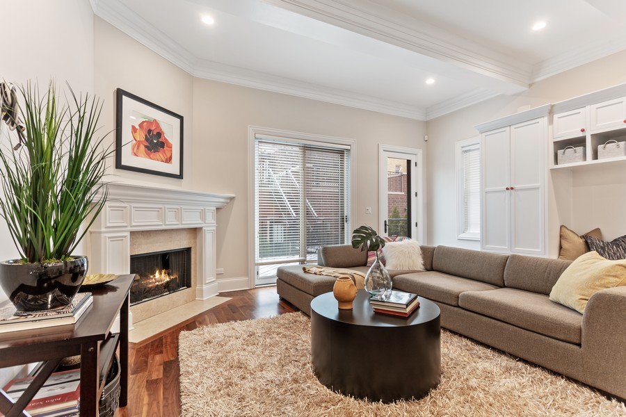 Real Estate Photography - 1460 W Byron St, Chicago, IL, 60613 - Great Room