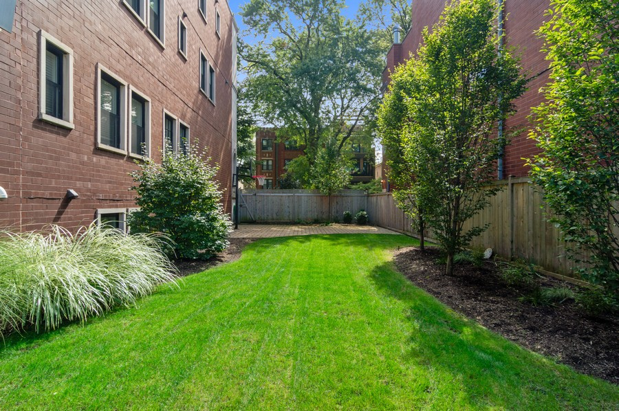 Real Estate Photography - 1460 W Byron St, Chicago, IL, 60613 - Side Yard