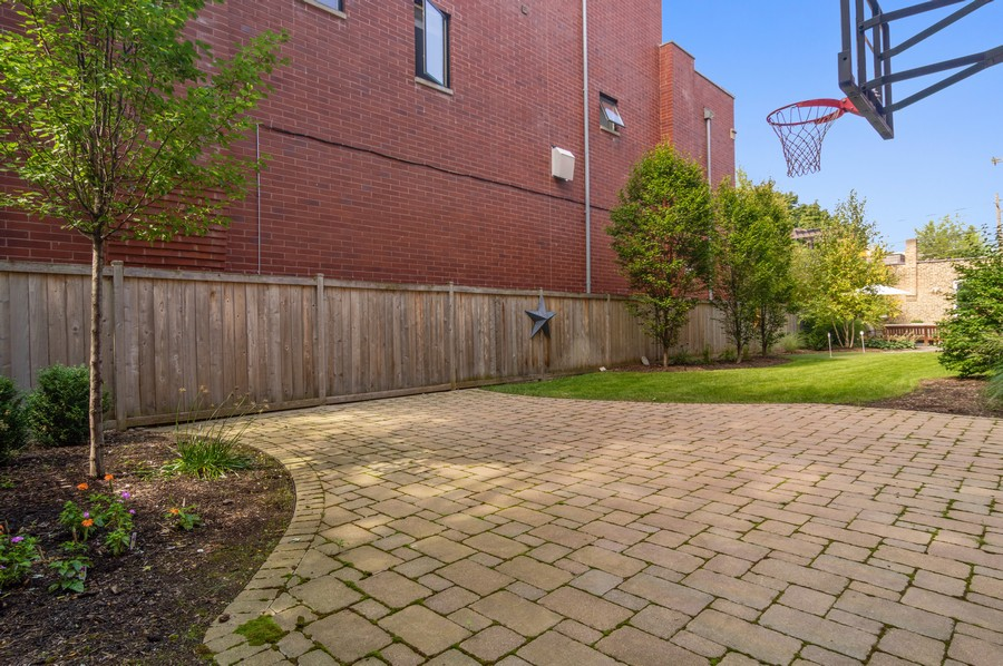 Real Estate Photography - 1460 W Byron St, Chicago, IL, 60613 - Basketball Courts