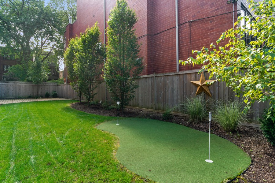 Real Estate Photography - 1460 W Byron St, Chicago, IL, 60613 - Putting Green