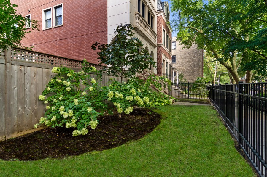 Real Estate Photography - 1460 W Byron St, Chicago, IL, 60613 - Front Yard