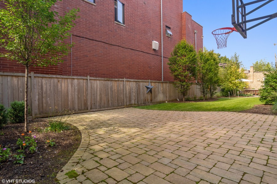 Real Estate Photography - 1460 W Byron St, Chicago, IL, 60613 - Basketball Court