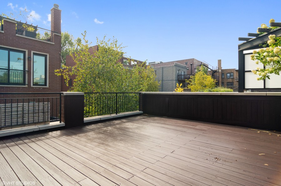 Real Estate Photography - 1460 W Byron St, Chicago, IL, 60613 - Garage Roof Deck