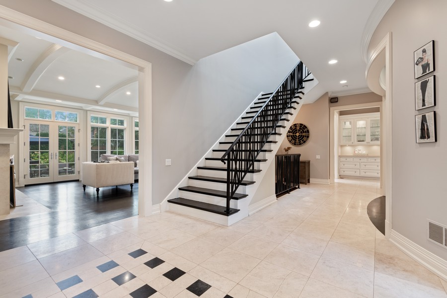 Real Estate Photography - 241 Harbor, Glencoe, IL, 60022 - Entryway