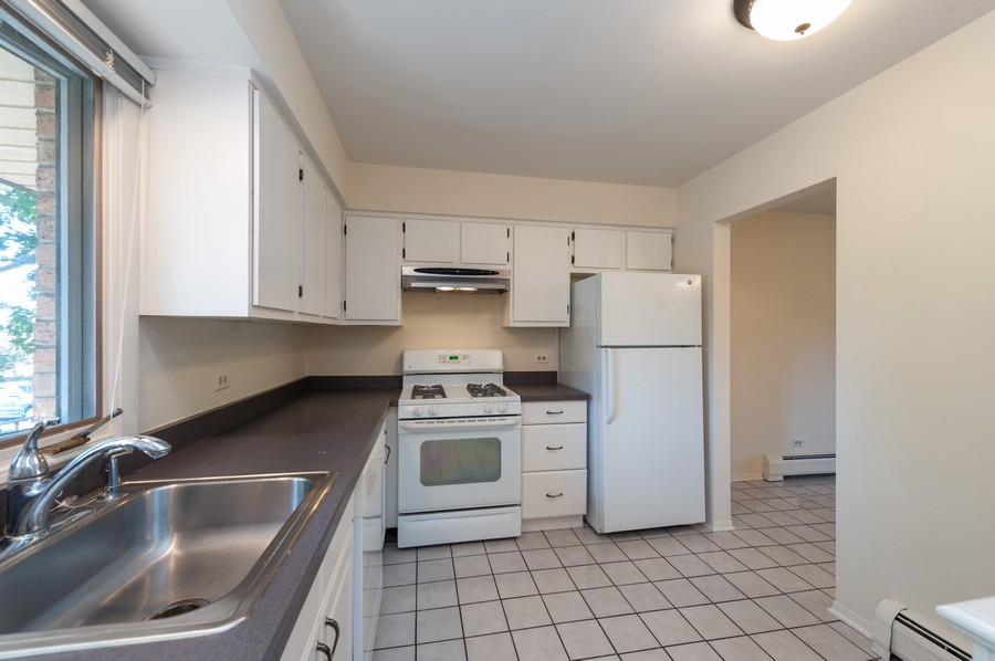 Real Estate Photography - 520 E Main St, Unit 2B, Barrington, IL, 60010 - Kitchen