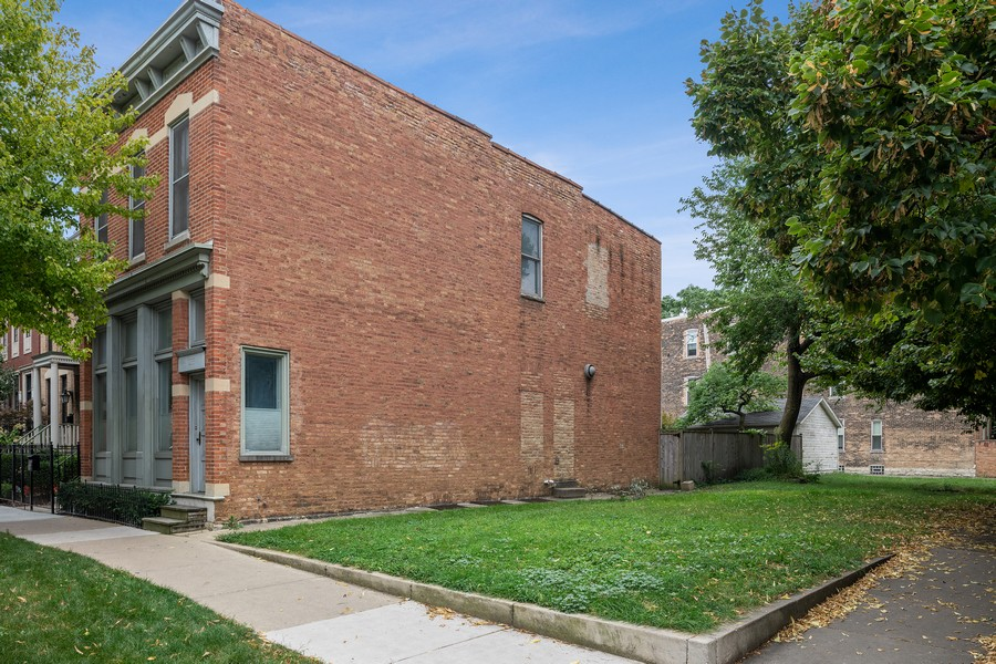 Real Estate Photography - 1255 W Webster, Chicago, IL, 60614 - Side View