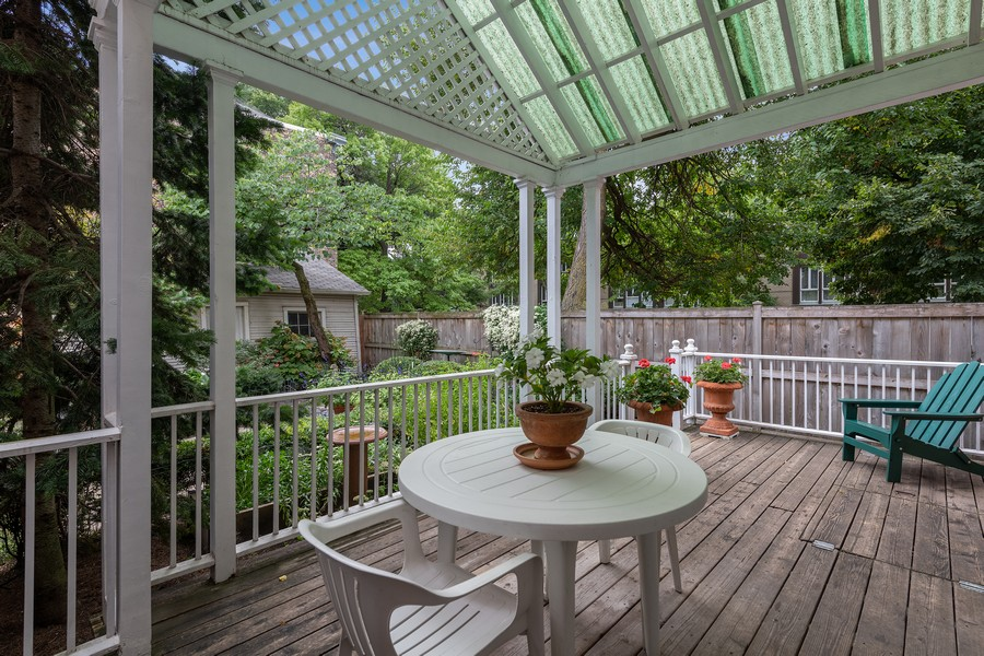Real Estate Photography - 1255 W Webster, Chicago, IL, 60614 - Deck