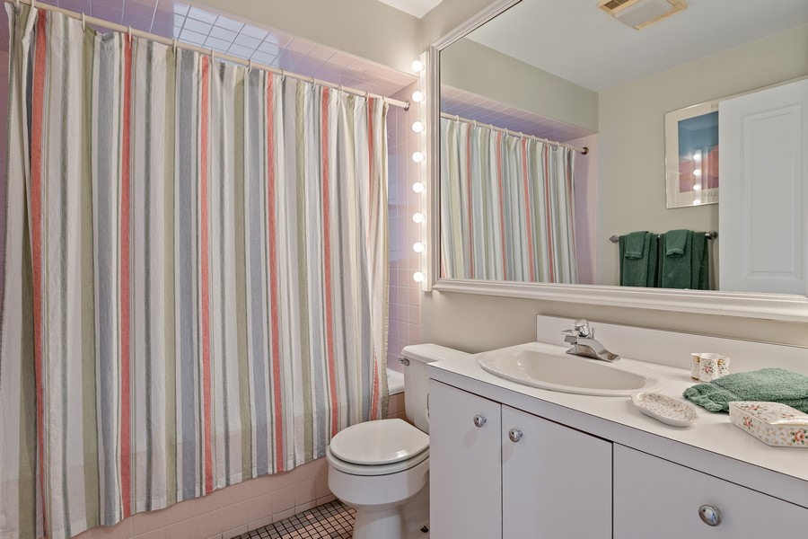 Real Estate Photography - 1255 W Webster, Chicago, IL, 60614 - Bathroom