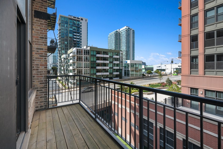 Real Estate Photography - 616 W Fulton, Chicago, IL, 60661 - Balcony