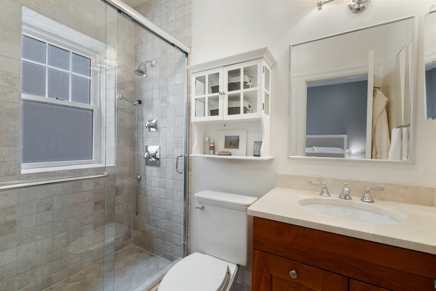 Real Estate Photography - 2711 Mildred Ave, #1B, Chicago, IL, 60614 - Master Bathroom