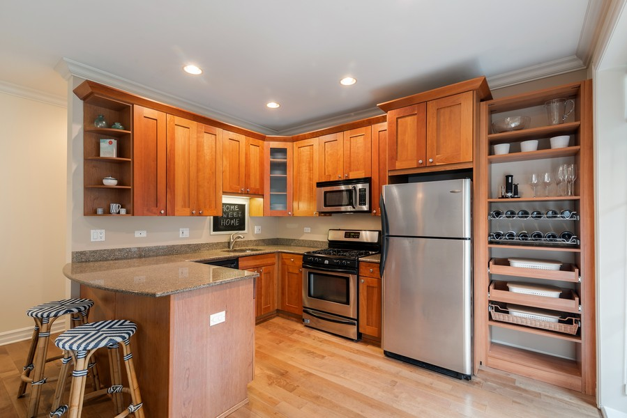 Real Estate Photography - 2711 Mildred Ave, #1B, Chicago, IL, 60614 - Kitchen
