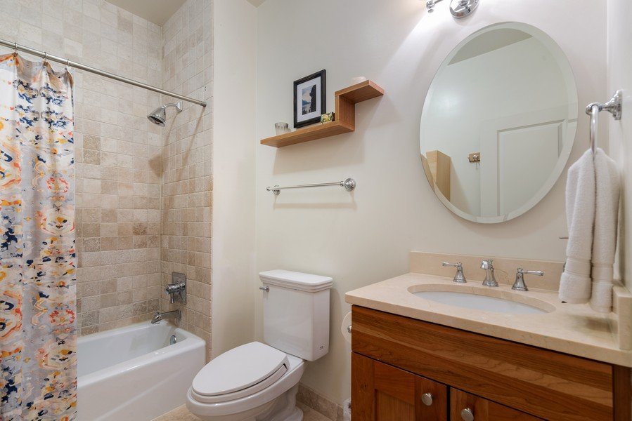 Real Estate Photography - 2711 Mildred Ave, #1B, Chicago, IL, 60614 - 2nd Bathroom