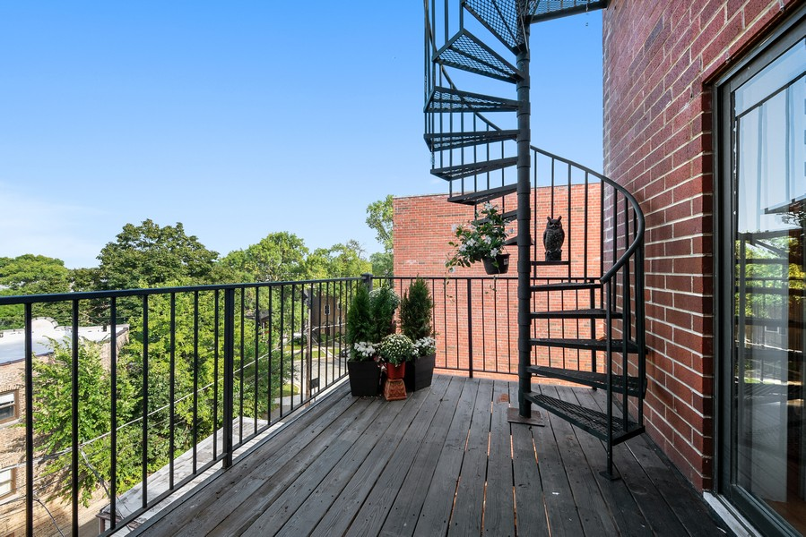 Real Estate Photography - 3721 N Elston Ave, Unit 4S, Chicago, IL, 60618 - Deck