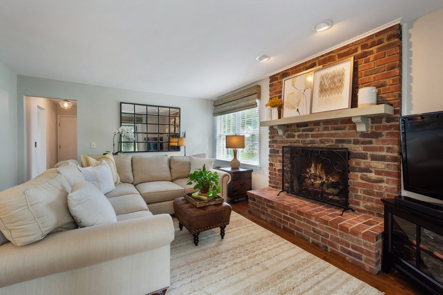 Real Estate Photography - 415 Westwood Drive, Barrington, IL, 60010 - Family Room