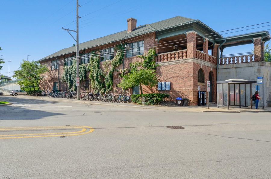 Real Estate Photography - 1903 Livingston, Evanston, IL, 60202 - Central St Metra Station